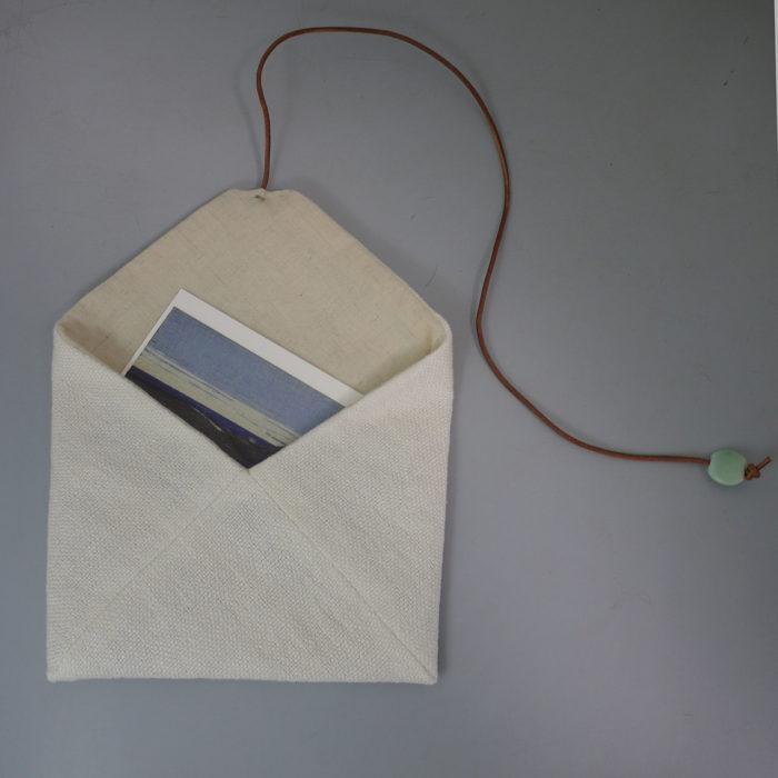 手織り布と革とガラス。(kurumu)